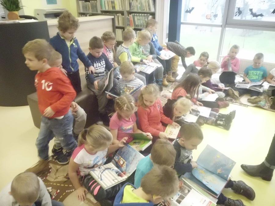 Przedszkolaki z wizytą w bibliotece