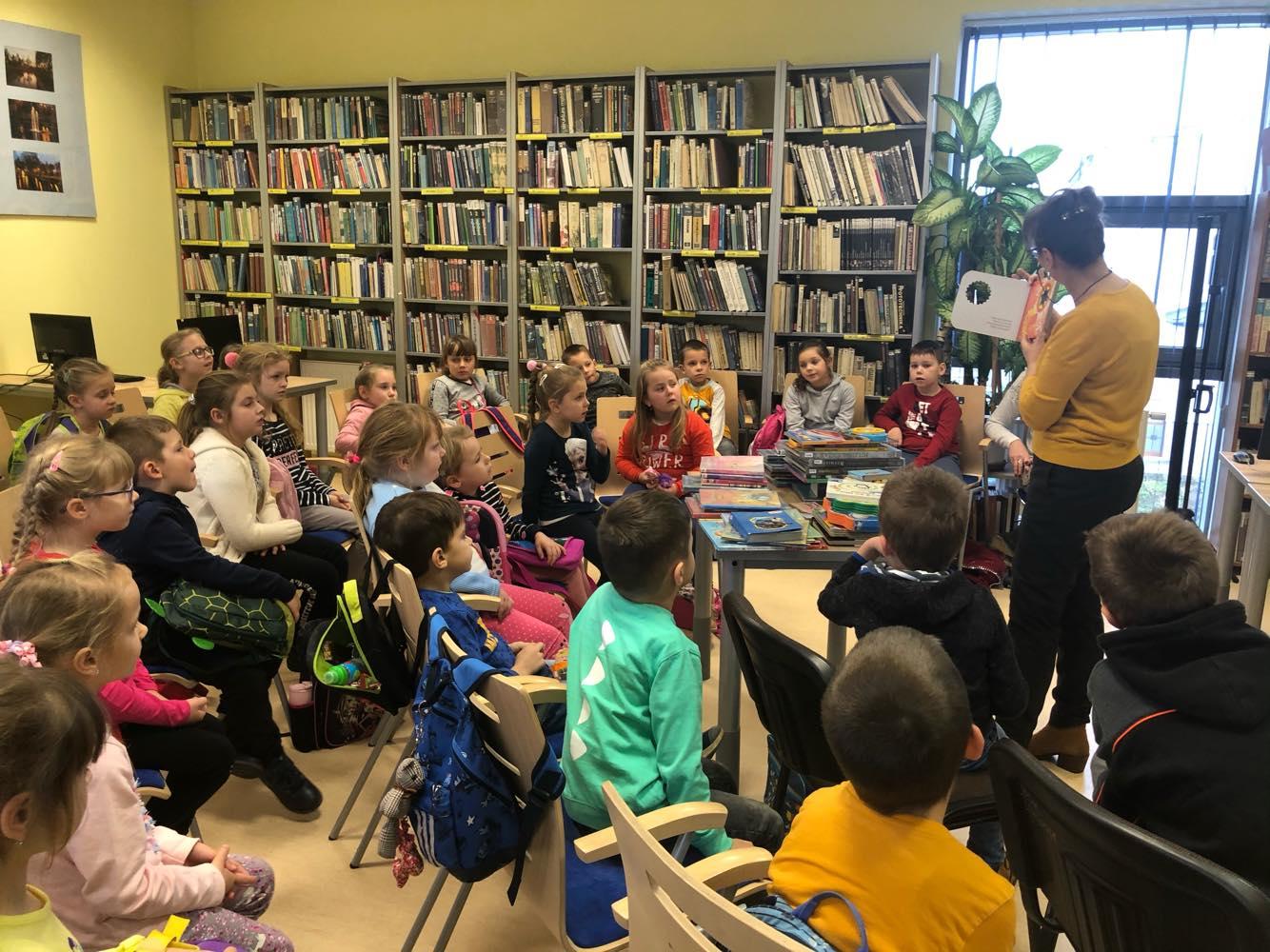 Uczniowie z Kazanic z wizytą w bibliotece